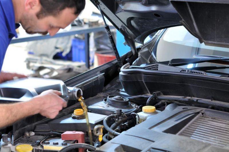 cuando debes revisar el aceite de tu motor