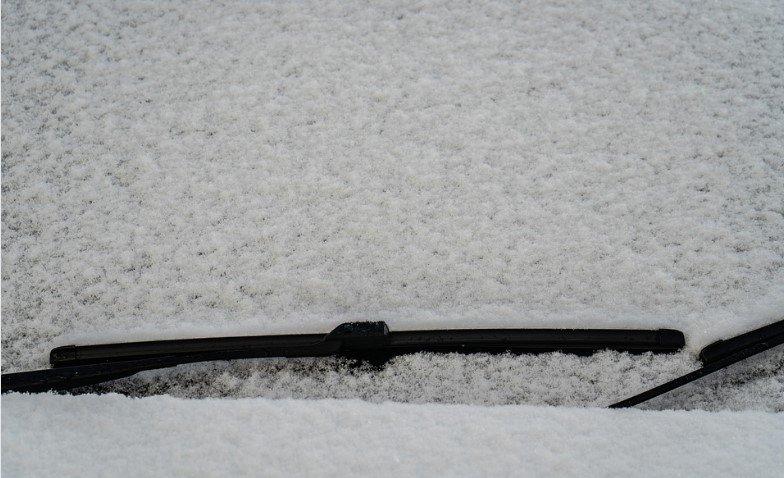 como eliminar la nieve del parabrisas